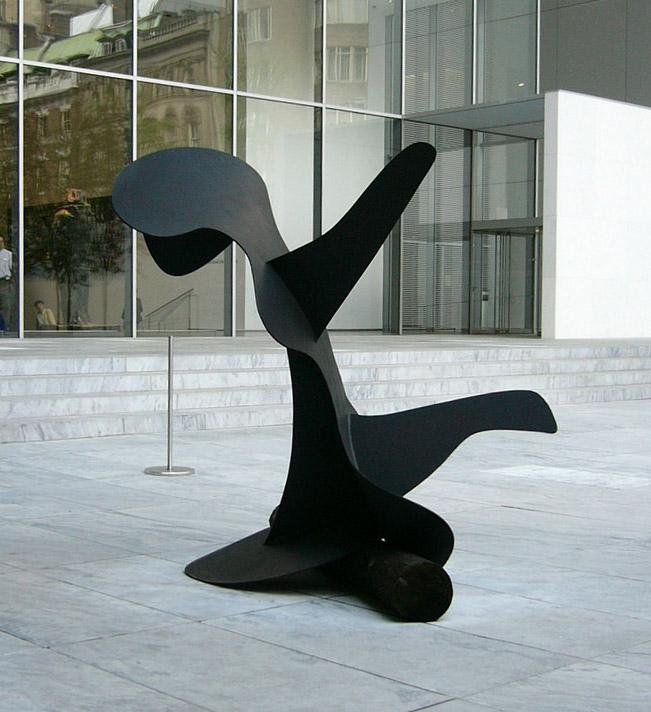 Calder, Whale